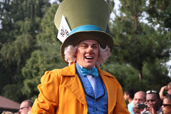 Disneyland Paris - july 2013 - 0375 (Snyers Bert) Tags: park parque paris france la verjaardag euro anniversary disneyland magic events disney parade resort celebration celebrations fantasy le land characters frankrijk 20 mad vrienden parc th madhatter anniversaire 20th parijs fou fantasyland hatter magie