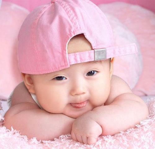 Bebe menina de bonê