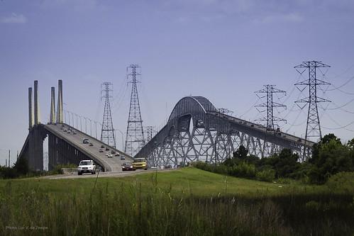 Bridge City (TX) United States  city images : ... Neches River Veterans Memorial Bridge l and the Rainbow Bridge r