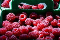 raspberries........... (atsjebosma) Tags: light sun macro market ngc delicious npc frankrijk colourful arles raspberries lekker lafrance kleurrijk frambozen provencealpes atsjebosma mygearandme mygearandmepremium {vision}:{outdoor}=0911 {vision}:{car}=0705