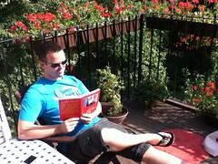 Tijs leest boek