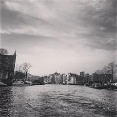 #Amsterdam #Holanda #Netherlands  #travel #trip viagem #voyage (Bibi) Tags: water netherlands amsterdam gua canal pb willow squareformat holanda paysbas hollande amsterd iphoneography instagramapp uploaded:by=instagram foursquare:venue=4b41feebf964a52036cb25e3
