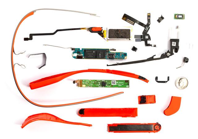 مكونات نظارة جوجل Google Glass من الداخل وتفكيكها