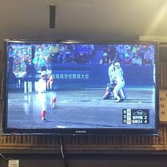 กินซูชิไปดูการแข่งเบสบอลอันเร่าร้อนที่สุดของนักเรียนมัธยมปลาย ที่สนามโคชิเอ็ง ฟังก็ไม่ออก อ่านก็ไม่เข้าใจ แต่ดูรู้เรื่องเพราะเราอ่านผลงาน อ.อาดาจิมาครบหมดแล้ว อิอิ