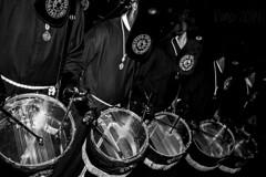 redobles (kinojam) Tags: canon bn semanasanta tambor cofrade dolorosa tambores ladolorosa semanasantazaragoza canon60d tercerol redobles cofradialadolorosa
