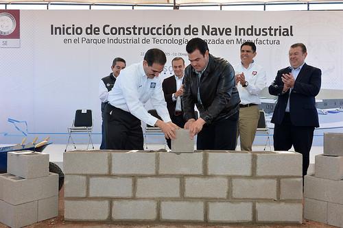 Coloca Gobernador Padrés primera piedra de naves industriales en Cajeme y Huatabampo.