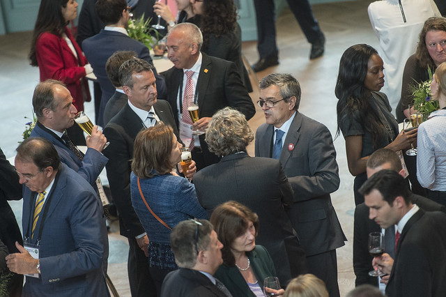 José Viegas speaks with guests at reception