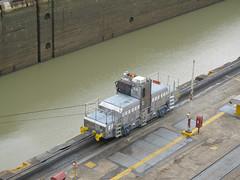 """Canal de Panama: un des trains qui tirent et guident les gros bateaux dans les écluses <a style=""""margin-left:10px; font-size:0.8em;"""" href=""""http://www.flickr.com/photos/127723101@N04/26726841524/"""" target=""""_blank"""">@flickr</a>"""