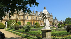 Waddesdon Manor (Peter Curbishley) Tags: uk statue garden aylesbury nationaltrust lawns manorhouse parterre rothschild destailleur