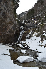 Cascada del Estrecho. (Carlos Sanchis) Tags: espaa nature waterfall spain huesca pyrenees pirineos cascada aragn
