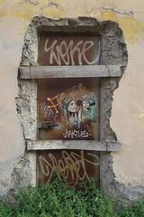 IMG_4500 (Mud Boy) Tags: italy streetart rome roma graffiti drawings sketches southerneurope caputmundi theeternalcity romaaeterna capitaloftheworld romacapitale romeitalyscapitalisasprawlingcosmopolitancitywithnearly3000yearsofgloballyinfluentialartarchitectureandcultureondisplay romeromrohmitalianromaromalistenlatinrmaisacityandspecialcomunenamedromacapitaleinitalyromeisthecapitalofitalyandofthelazioregion