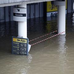 Crue de la Seine, 3 juin 2016 (Christophe') Tags: paris seine flooding flood floods crue cruedelaseine riseinthewaterlevel floodoftheseine parisfloods parisflooding