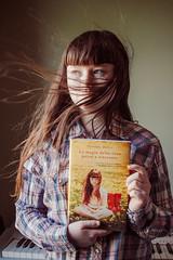 Anna and Book Cover (Kilkennycat) Tags: flowers portrait canon children photography la child dandelion e bookcover magia cose perse delle kilkennycat ritrovate ryanconners