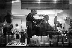 coiffeur (gato-gato-gato) Tags: street leica bw oktober white black blanco monochrome digital person schweiz switzerland abend flickr noir suisse strasse zurich negro herbst streetphotography pedestrian rangefinder human streetphoto monochrom zrich svizzera weiss zuerich blanc manualfocus schwarz ch freitag onthestreets passant mensch sviss feierabend zwitserland isvire zurigo streetphotographer fussgnger manualmode bewlkt zueri strase streetpic messsucher manuellerfokus gatogatogato fusgnger leicasummiluxm35mmf14 gatogatogatoch wwwgatogatogatoch streettogs mmonochrom leicammonochrom tobiasgaulkech