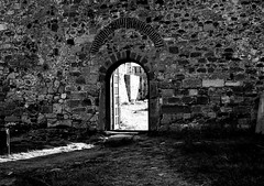 gate (bilal gldoan) Tags: door white black castle rock stone gate kale duvar anakkale autdoor kalekaps