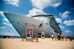 Independence of the Seas at Cozumel (Duenas007) Tags: cruise sea vacation pier boat dock ship royal line massive vista caribbean independence titanic liner glennduenas