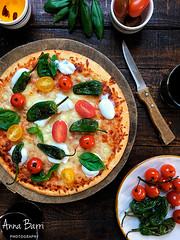 Padrn peppers, cherry tomatoes and basil pizza (Gastroadikta) Tags: tomato cherry pepper sauce dough pizza basil pimiento tomate albahaca