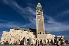 Moschea Hassan II - Casablanca (rosella sale) Tags: casablanca marocco africa religione culto islam moschea minaretto moscheahassanii archi colonnato cielo rosellasale fotorosellasale