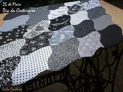 Dia da Costureira (Carla Cordeiro) Tags: wip pb singer patchwork tessellation ♥ curva vidasimples ♫♪ 25demaio costuraemcurva carlacordeiro