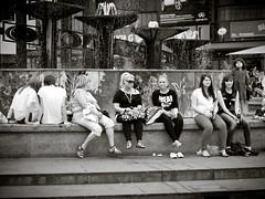 Frauen (kohlmann.sascha) Tags: street people blackandwhite bw woman berlin water monochrome de deutschland wasser place streetphotography streetportrait menschen alexanderplatz monochrom frau schwarzweiss groupofpeople mitte ort mensch berlinmitte schwarzweis schwarzwei§ menschengruppe streetfotografie brunnendervölkerfreundschaft strasenfotografie stra§enfotografie brunnendervšlkerfreundschaft