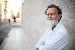 Fausto Delle Chiaie (thisisforlovers) Tags: street urban man rome art smile smiling glasses arte urbano sonrisa hombre callejero charismatic arteurbano sonriente faustodellechiaie urbanartist carismático ilmuseochiudequandolautoreèstanco