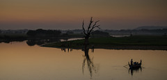 Taungthaman Lake after sunset (hjuengst) Tags: sunset lake reflection tree landscape golden see boat asia asien sonnenuntergang dusk burma clear landschaft bume birma spiegelung mandalay amarapura ubeinbridge reflektionen taungthamanlake ubeinbrcke