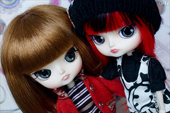 Sisters (gwennan) Tags: color macro cute colors japan closeup toy doll dal figure junplanning jfigure rotchan lipoca