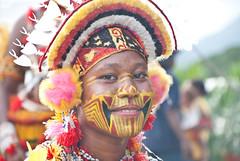 Pretty mekeo (Sven Rudolf Jan) Tags: girl smile traditional papuanewguinea headdress alotau mekeo gogodala canoeandkundufestival