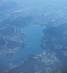 East end of Wrthersee and Klagenfurt from the air, Austria (Paul McClure DC) Tags: austria sterreich scenery krnten carinthia fromtheair klagenfurt wrthersee worthersee celovec may2016