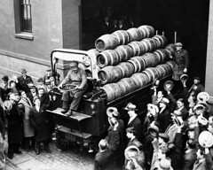 A crowd cheers as a beer truck leaves a brewery in Chicago after Congress passed a bill legalizing 3.2 percent beer in April 1933. [2048x1638] #HistoryPorn #history #retro http://ift.tt/1ODTTZk (Histolines) Tags: chicago history beer leaves truck bill crowd retro passed congress brewery april timeline cheers after 32 1933 percent vinatage a historyporn legalizing histolines 2048x1638 httpifttt1odttzk