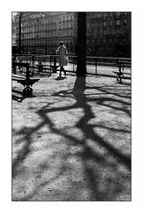 Paris (Punkrocker*) Tags: street city people paris france film 50mm nikon shadows 400 pan nikkor ilford ai nn nikkormat 5014 counterlight ftn bwfp
