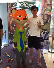 Man Spends 3 Days Making $15,000 LEGO Statue, Child Destroys It In Seconds (jh.siesta) Tags: statue child lego days making seconds destroys 15000 spends