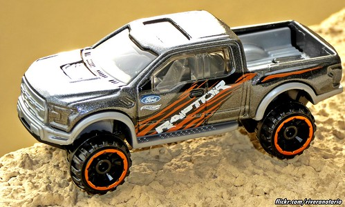 Hot wheels ford f 150 raptor 2017 a photo on flickriver hot wheels ford f 150 raptor 2017 voltagebd Images
