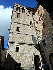 Medieval tower-house at Assisi (* Karl *) Tags: italy tower assisi umbria