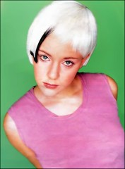 Platinum (Fatal Nitro) Tags: poster young portrt greeneyes girlie remake blick 90s blmchen percke 90er oberkrper selten jugendlich haarfarbe platin grneaugen jasminwagner jugendbild