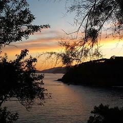 Concludiamo la settimana con questo tramonto da #Morcone a #capoliveri nello scatto di @sarabonini_cakes. Continuate a taggare le vostre foto con #isoladelbaapp il tag delle vostre vacanze all'#isoladelba. http://ift.tt/1NHxzN3 (isoladelbaapp) Tags: rio marina elba porto di campo azzurro portoferraio marciana isoladelba capoliveri visitelba
