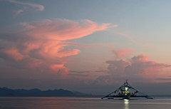 Cloud artist and a boat settling down for the night (Twilight Tea) Tags: island boat philippines april elnido palawan 2016 taoexpedition httptaophilippinescom calibang
