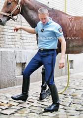bootsservice 06 1223 (bootsservice) Tags: horse paris army cheval spurs uniform boots military cavalier uniforms rider cavalry militaire weston bottes riders arme uniforme gendarme cavaliers equitation gendarmerie cavalerie uniformes eperons garde rpublicaine ridingboots