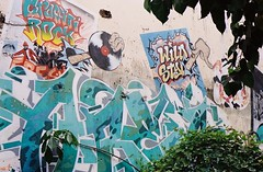 Graffiti Rock - Ekkamai Bangkok (35mm) (jcbkk1956) Tags: street streetart wall analog 35mm thailand graffiti bangkok manual carlzeiss kodacolor200 ekkamai contaxrts 45mmf28 worldtrekker