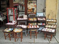 Per le vie di Orta 11. (frank28883) Tags: merchandise piazza lagodorta vendita novara lakeoforta cusio ortasangiulio lacdorta