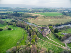 Doune Castle from the air (Udri) Tags: viaje castle scotland countryside escocia montypython got aerialphotography castillo doune reinounido aerea campia 2016 gameofthrones p3a juegodetronos jdt phantom3advance