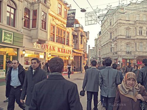 Calle Comercial. Barrio de Galata. Istambul. Marzo 2011