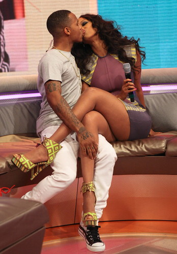 LIL BOW WOW KISSES TYRA BANKS ON 106 & PARK