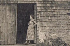 Lady Barn (TrueVintage) Tags: bw barn vintage 1930s women farm oldphoto frau past bauernhof 1937 vergangenheit vintagephoto scheune