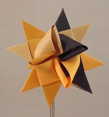 Black Tan Ochre Classic (lacecrazy) Tags: black gold tan paperfolding paperstrips foursidedstars