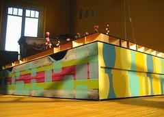 TAVOLO basso ricavato da materiale di recupero (un cassetto+un asse di legno) con funzione di baule. Il piano del tavolo è composto da un collage di foto d'epoca su sfondo nero.