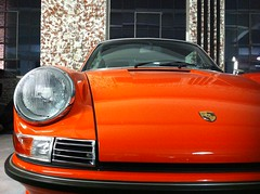 orange on Porsche 911 Targa (Transaxle (alias Toprope)) Tags: auto orange classic cars beautiful beauty car vintage 22 amazing eyes power antique frankfurt main 911 headlights voiture historic exotic coche soul stadt carros classics boxer carro oldtimer motor autos veteran injection eleven  macchina coupe antiguo coches frankfurtammain clasico sportscar frankfurtmain voitures toprope ancienne nineeleven anciennes macchine klassik elfer sportcars flat4 clasicos 4cylinder boxerengine 9car rearengine 2litre 60386 kraftwagen bevelgears orberst neunelf einspritzer  orberstrase klassikstadt overheadcamshafts 9sport orberstr