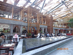 Burjuman mall   (The Libyan Fish) Tags: cafe dubai lulu 60