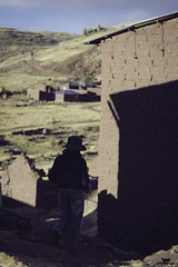 (RoX4NnE) Tags: travel peru photography ancient cementerio culture documentary latinoamerica tradition fotografia cultura sillustani cementery puno documental suramerica tradiciones indigena chulpas