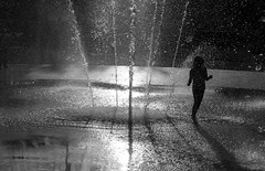 Water Play (Olderhvit) Tags: summer water göteborg sweden gothenburg streetphotography streetphoto 2014 img2512 gatufoto gatufotografi framingthestreet olderhvit